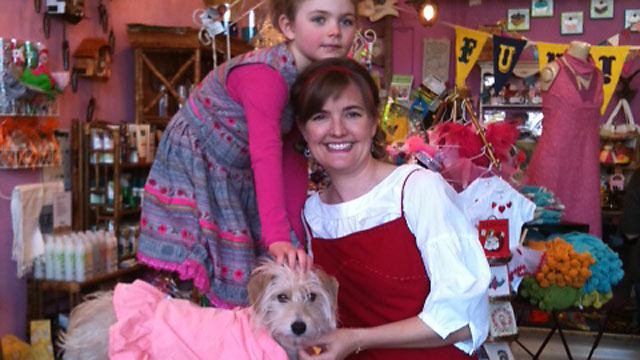 PHOTO: Robin, her daughter Imogene, and Ruthie the dog pose for a family photo.
