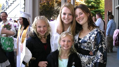 PHOTO:In this family photo, Amanda poses with her three sisters during Deanna's graduation ceremony from high school.