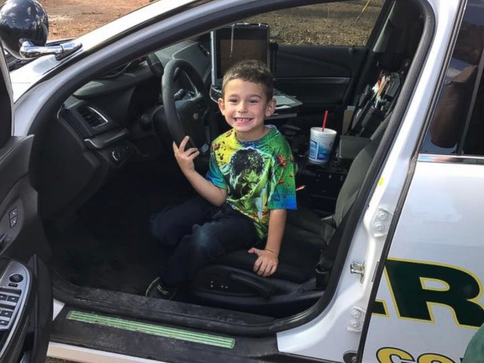 Florida boy calls 911 to invite police officers to Thanksgiving dinner