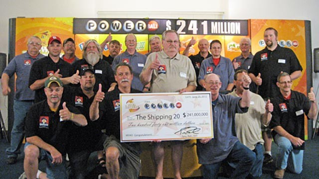 PHOTO: Iowa lottery winners