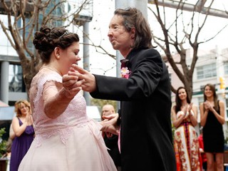 Full Face Transplant Patient Marries
