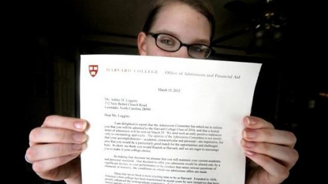 PHOTO: Dawn Loggins, a teenager who found herself homeless to begin her senior year of high school, holds up a letter she received from Harvard.