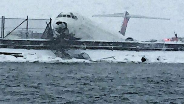 http://a.abcnews.com/images/US/ht_delta_plane_water_kb_150305_16x9_608.jpg