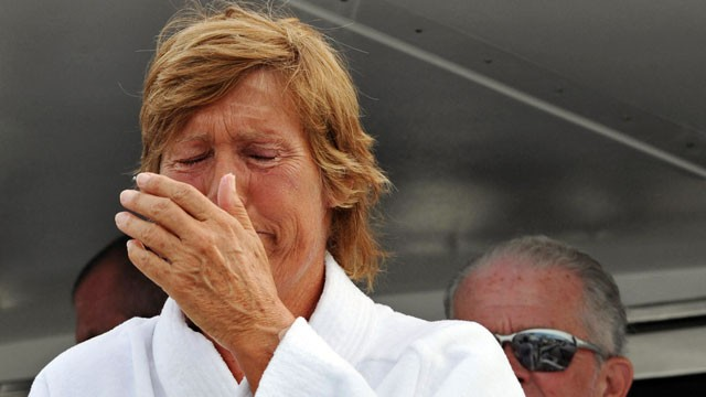 "PHOTO: Diana Nyad ended her second attempt at swimming from Cuba to the Florida Keys without a shark cage this morning, after lasting 29 hours in the ocean and being ""surrounded by dolphins and a beautiful Caribbean sunset."""