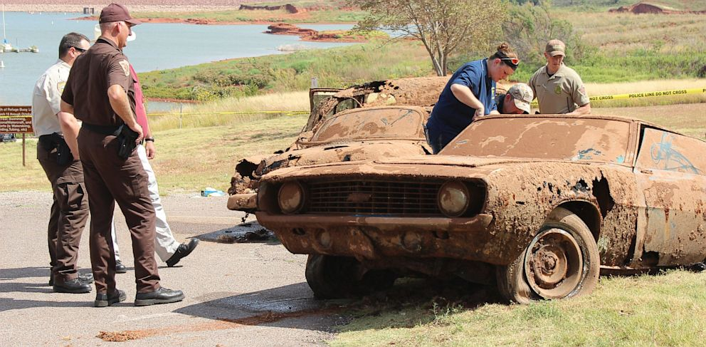 PHOTO: One of the two cars pulled from Foss Lake in Oklahoma on Sept. 18, 2013; each car was found containing 3 bodies.