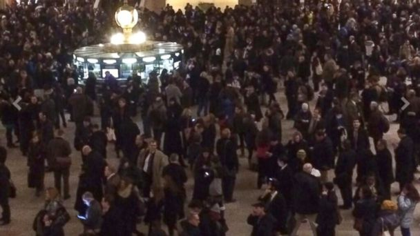 ht grand central station wy 140124 16x9 608 Everyone in New York Really Does Wear Black and This Photo Proves It