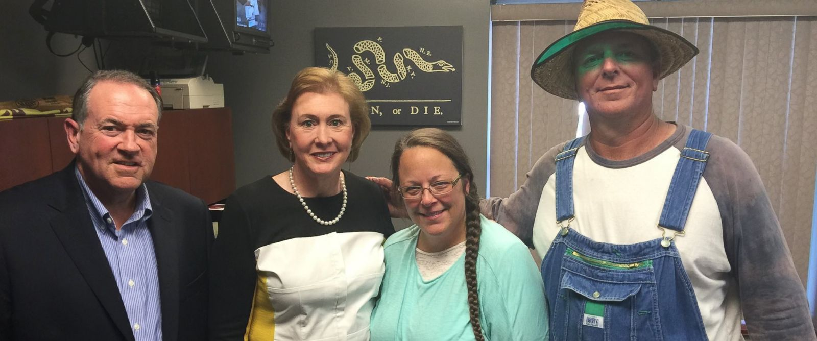 "PHOTO: This photo was uploaded to Mike Huckabees Facebook on Sept. 8, 2015 with the caption, ""I was honored to meet with Kim Davis. A woman of such strong faith and conviction. #ImWithKim."""