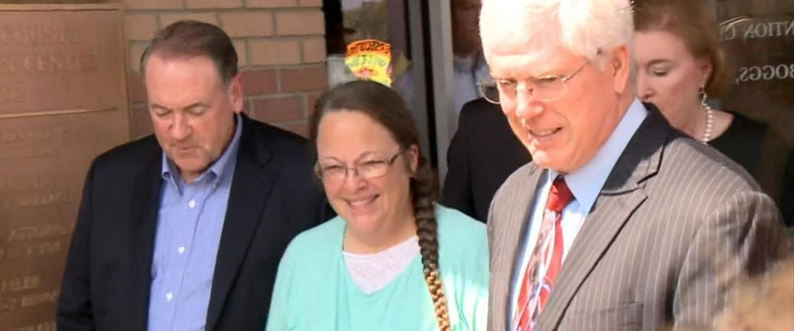 PHOTO: Mike Huckabee, left, and Kim Davis, center, are pictured on Sept. 8, 2015.