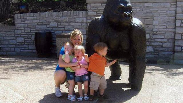 PHOTO: Jacque Waller is seen in this undated file photo with her triplets at the zoo. Waller has been missing for several weeks.