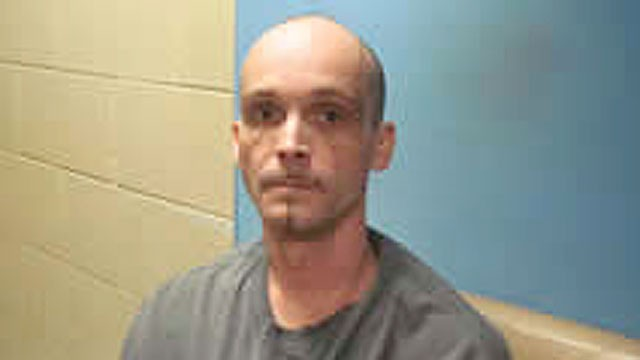 PHOTO: James Lundry, 39, who broke loose from police custody, is on a crime spree in the town of Pocahontas, Ark.
