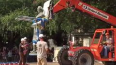 PHOTO: In an image made from video shared by Bryce Seifert, a statue of Jefferson Davis is removed by workers at the University of Texas campus in Austin, Texas, Aug. 30, 2015.