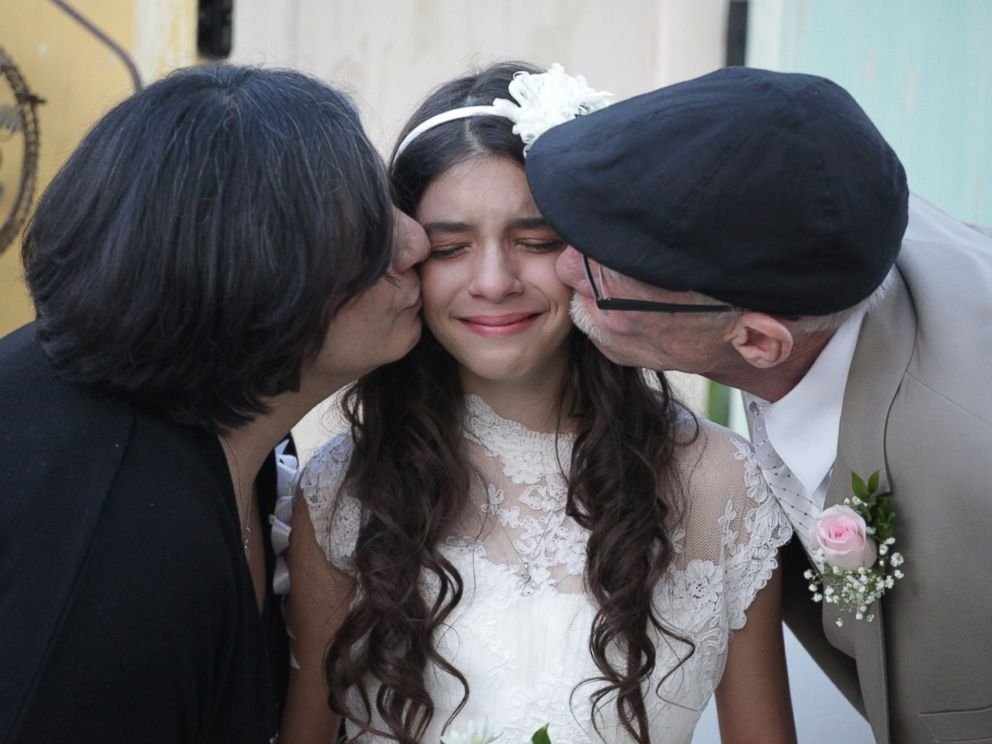 Photo photographer lindsay villatoro staged a mock wedding for jim