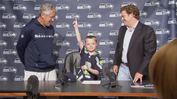 ht kevin lee sr 140130 16x9 608 Super Bowl Bound Seahawks Make One Childs Wish Come True