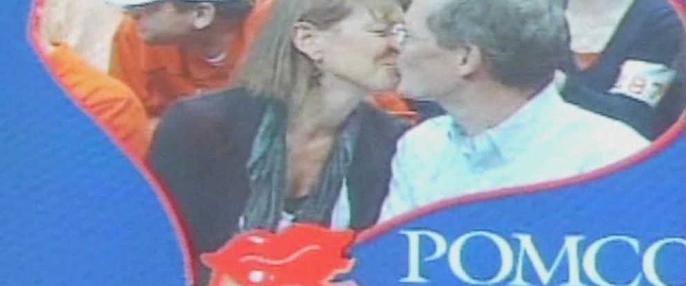 PHOTO: Syracuse University is banning the kiss cam.