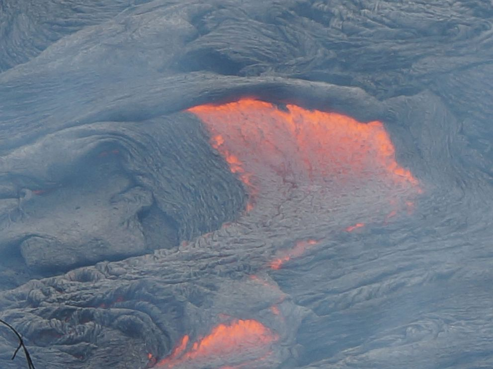 Red Hot Lava Flow Edging Toward Hawaiian Town  Ht_lava_flow_hawaii_02_mt_141024_4x3_992