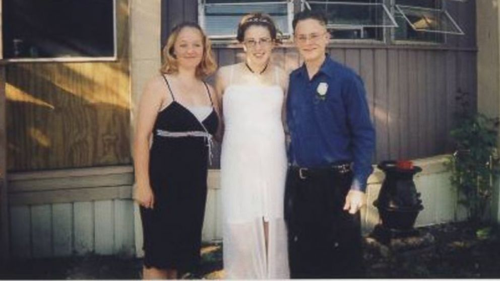 PHOTO: Levi Karlsen, right, shown with his sister Erin and his ex-wife, was killed in what was initially ruled an accident when the truck he was working on fell off its jack and onto him in 2008.