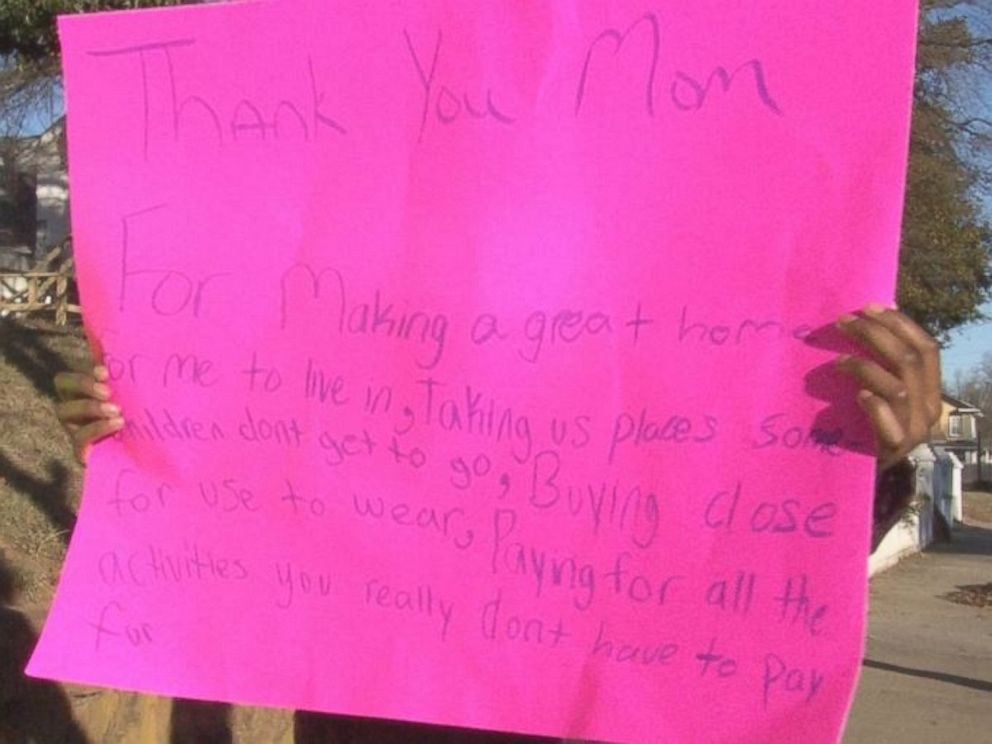 PHOTO: The childrens aunt forced them to make these signs to apologize to their frustrated mom.