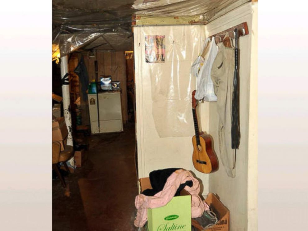 PHOTO: Gina DeJesus and Michelle Knight shared this room in Ariel Castros house.