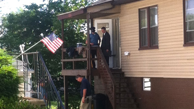 PHOTO: Police arrive at the Maple Shade, N.J., home of Pedro Hernandez, a suspect in the 1979 killing of 6-year-old Etan Patz in New York, June 6, 2012.