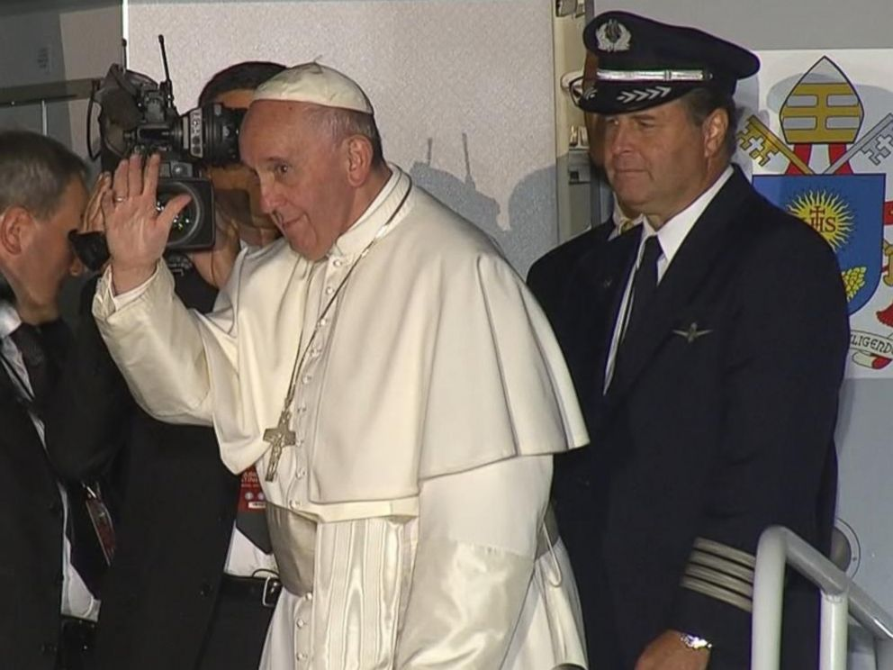 PHOTO: Pope Francis is pictured at the airport in Philadelphia before his departure on Sept. 27, 2015.