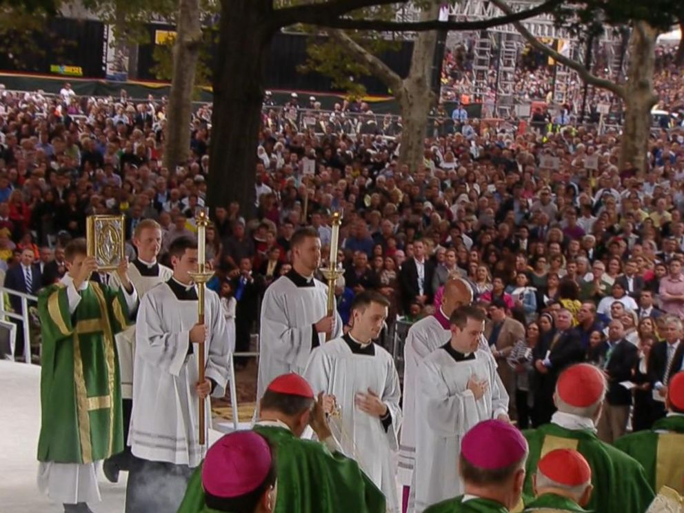 PHOTO: Pope Francis mass is pictured in Philadelphia on Sept. 27, 2015.