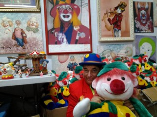 Man Inherits 13,000 Clown Collectibles