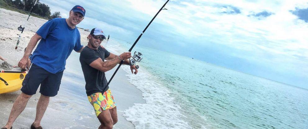 PHOTO: Vice president Mike Pence lends a helping hand to shark wrangler Elliott Sudal on Sanibel Island, Florida, on April 12, 2017.