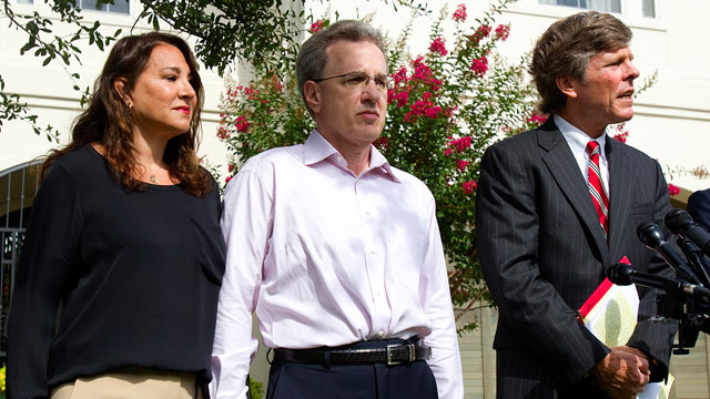 PHOTO: Yvonne Stern, left, stands with her husband Jeffrey Stern, center, and his attorney, Paul Nugent during a press conference at their home in Hou