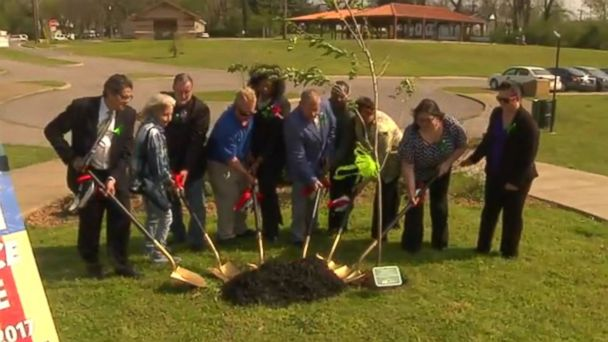 PHOTO: A tree planting ceremony on April 5, 2017, in Columbia, Tennessee, honored allegedly kidnapped teen Elizabeth Thomas.