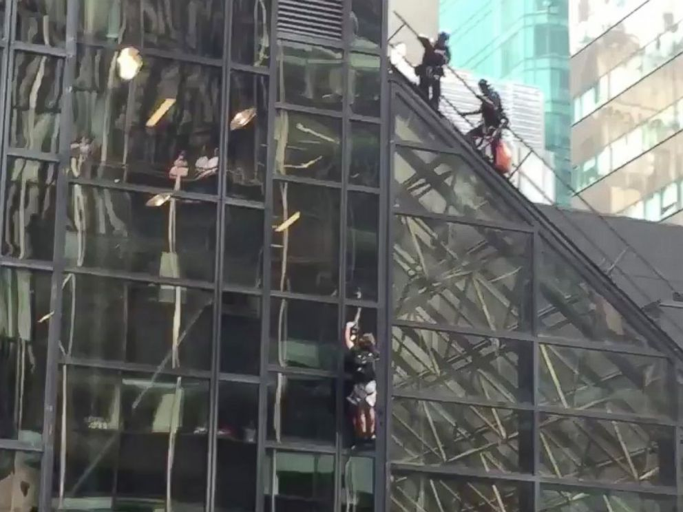 Police remove Trump Tower climber on 21st floor