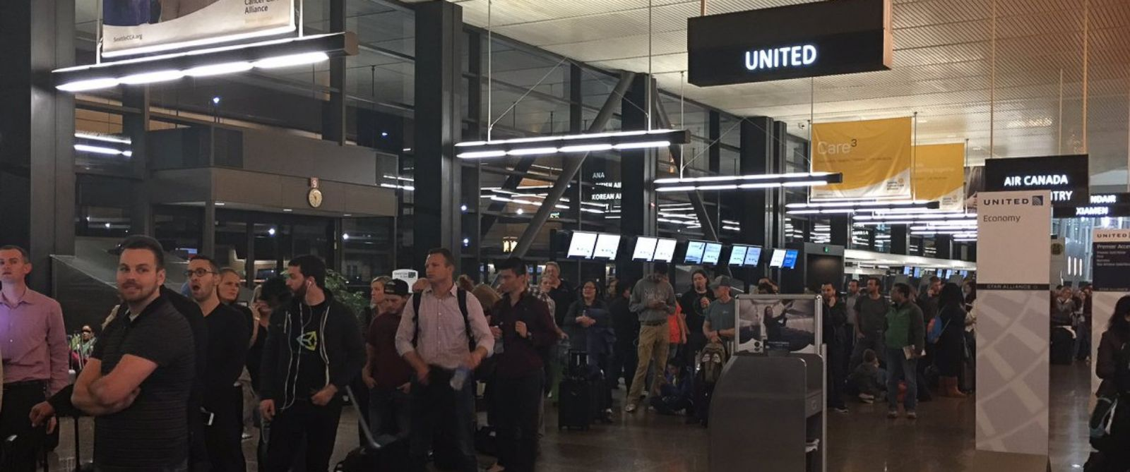 PHOTO: A systemwide computer glitch led to long lines at United Airlines counters across the country, including Seattle-Tacoma International Airport.