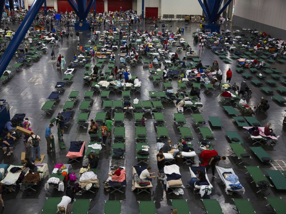PHOTO: Evacuees fill up cots at the George Brown Convention Center that has been turned