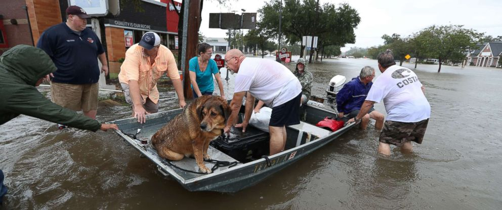 PHOTO: Neighbors are using their personal boats to rescue flooded Friendswood residents, Aug.
