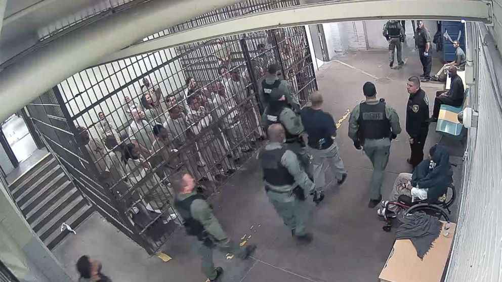 Inmates cheer for suspected Chicago cop  killer , video shows