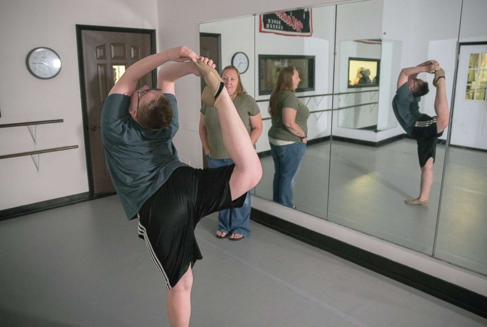 Wisconsin teen challenges Minnesota rule banning high school boys from dance