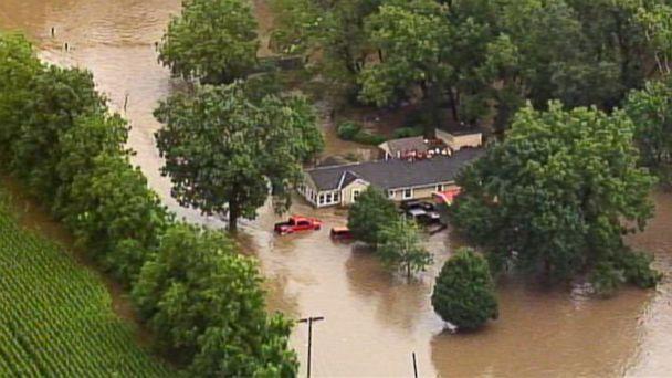 http://a.abcnews.com/images/US/kansas-city-flooding2-ap-mem-170822_16x9_608.jpg