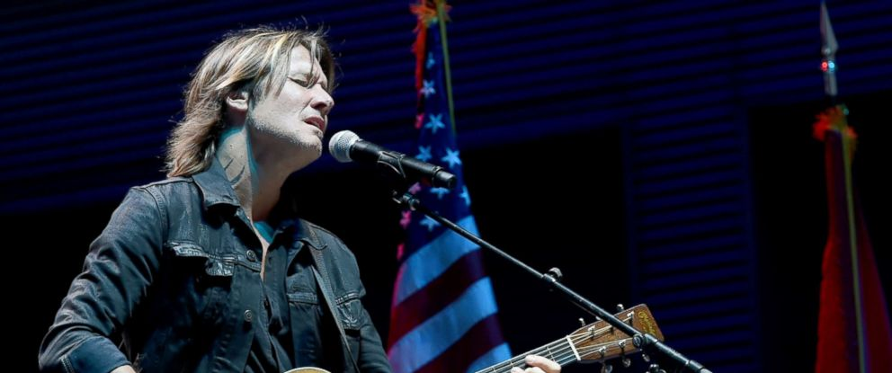 """PHOTO: Singer/Songwriter Keith Urban performs """"Bridge Over Troubled Water"""" during Nashville Candelight Vigil For Las Vegas at Ascend Amphitheater, Oct. 2, 2017, in Nashville, Tenn."""