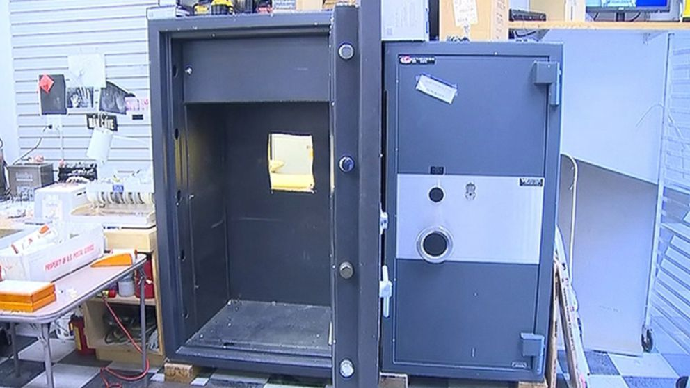 Police in Washington say thieves made off with as much as $1 million in gold.
