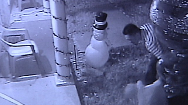 VIDEO: Surveillance video shows thief taking inflatable figures from front lawn in San Antonio.