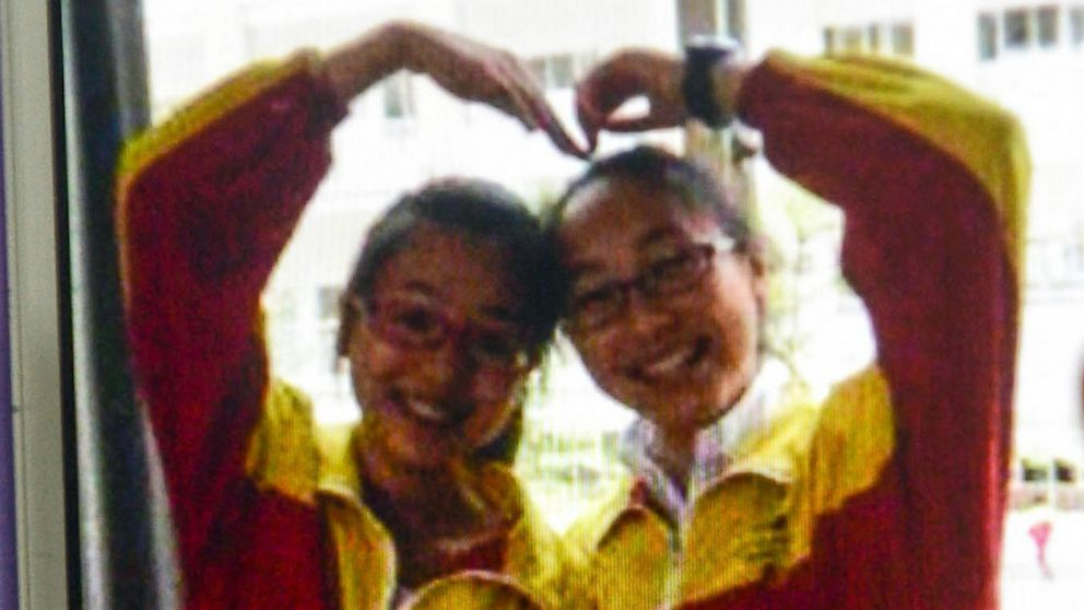 PHOTO: The two Chinese passengers killed on Asiana flight 214 on July 6, 2013, Wang Linjia and Ye Mengyuan, are pictured on a mobile phone.