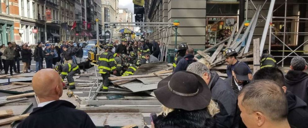 'PHOTO: Zeno Mercer tweeted this image of scaffolding that fell on Broadway and Prince in the Soho neighborhood of New York, Nov. 19, 2017.' from the web at 'http://a.abcnews.com/images/US/lower-manhattan-scaffolding-collapse-1-ht-jt-171119_12x5_992.jpg'