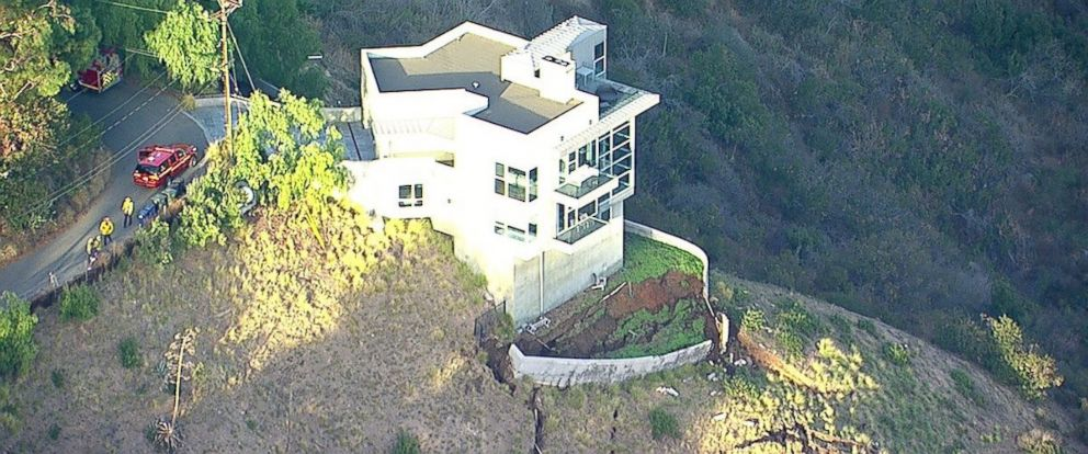 Multimillion dollar malibu home teetering after mudslide for Buy house in malibu