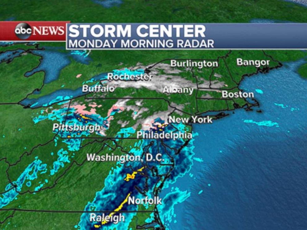 PHOTO: A wintry mix and some light snow fell in parts of Pennsylvania, New Jersey and New York on Monday.