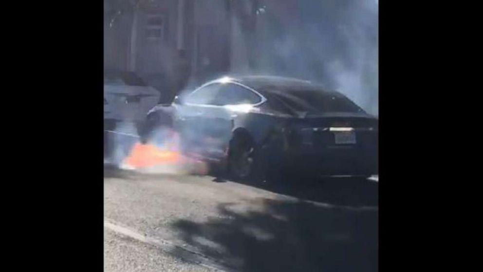 http://a.abcnews.com/images/US/mccormack-fire-tesla-ugc-mo-20180617_hpMain_16x9_992.jpg