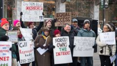 'PHOTO: Demonstrators protest a plan by the Federal Communications Commission (FCC) to repeal net neutrality outside a Verizon store, Dec. 7, 2017 in Chicago.' from the web at 'http://a.abcnews.com/images/US/net-neutrality-protest-gty-jt-171214_16x9t_240.jpg'