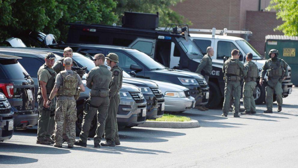 http://a.abcnews.com/images/US/officer-shot-md-ap-ml-180522_hpMain_16x9_992.jpg
