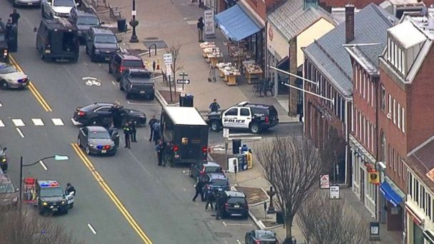 http://a.abcnews.com/images/US/panera-hostage-01-wabc-jc-180320_hpMain_16x9_608.jpg