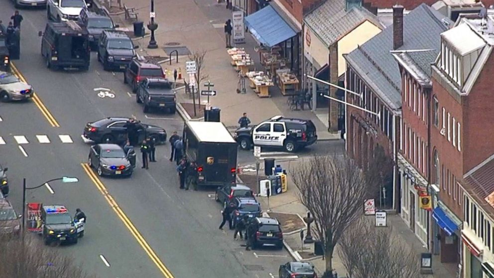 http://a.abcnews.com/images/US/panera-hostage-01-wabc-jc-180320_hpMain_16x9_992.jpg