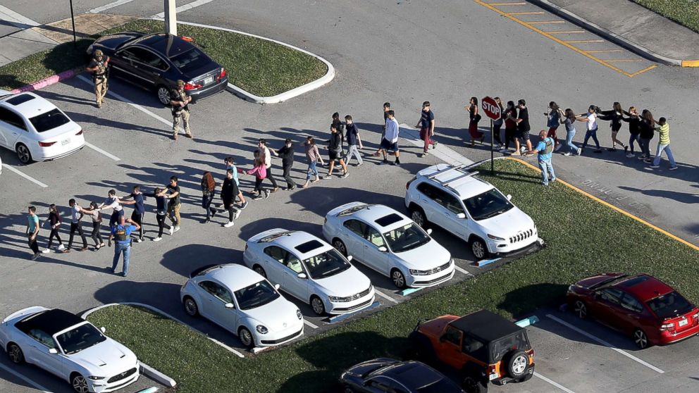 http://a.abcnews.com/images/US/parkland-school-shooting-reaction-03-gty-jef-180214_16x9_992.jpg