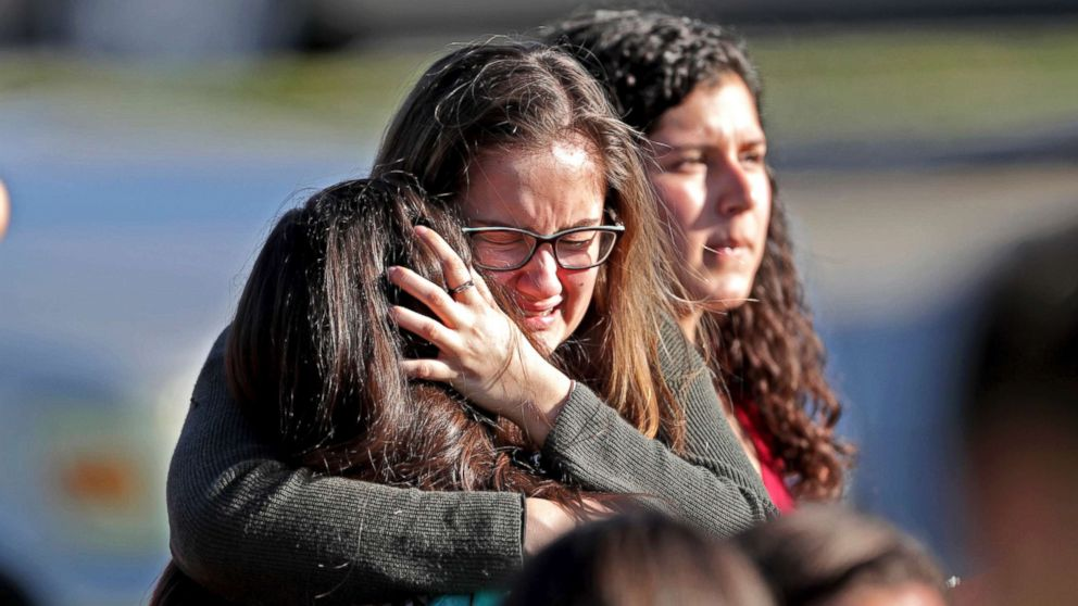 http://a.abcnews.com/images/US/parkland-school-shooting-reaction-06-ap-jef-180214_16x9_992.jpg